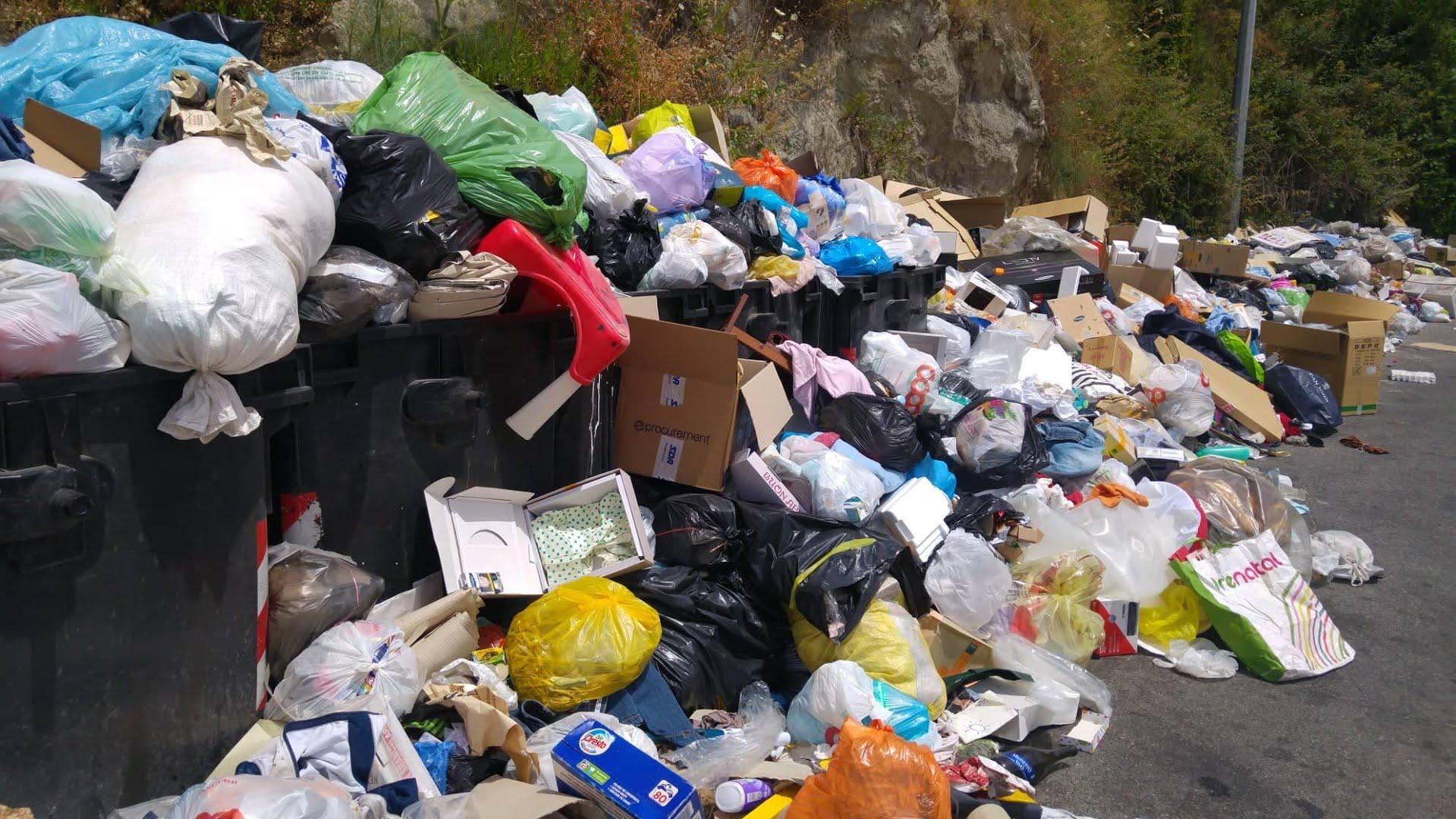 """Emergenza rifiuti a Reggio Calabria, i capigruppo di maggioranza: """"Avr migliori i servizi"""""""
